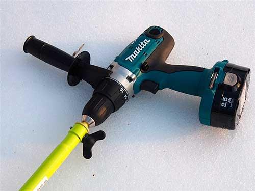 Ледобур с шуруповертом для зимней рыбалки