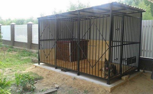 What are the advantages of modern dog kennels