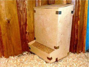 Бункерная кормушка для кур своими руками